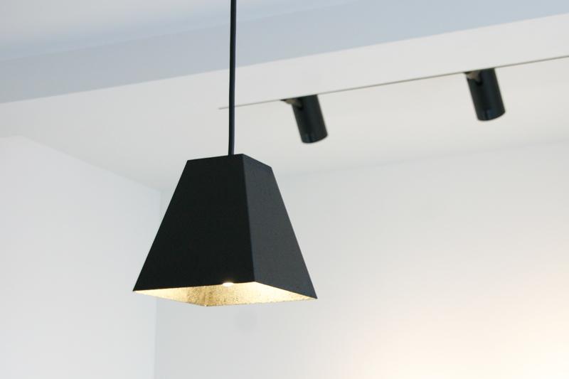 鉄のランプシェード 黒錆 使用例