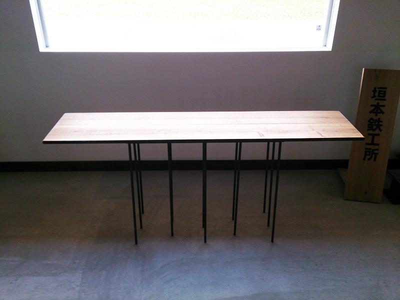 13本の丸鋼テーブル -13 ROUND BAR TABLE-正面